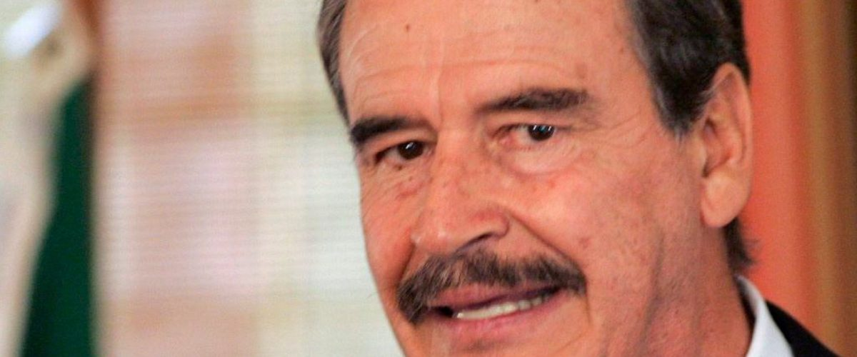 Los mexicanos que encontraron una forma de trollear a expresidentes con cervezas