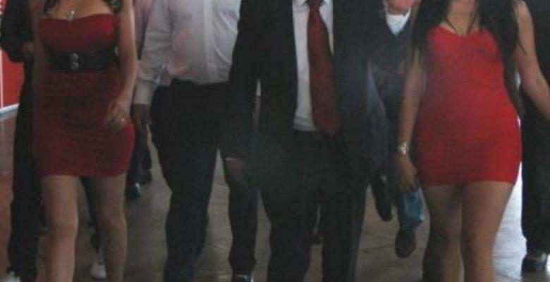 Gobierno de la CDMX ordena que deje de haber edecanes en eventos