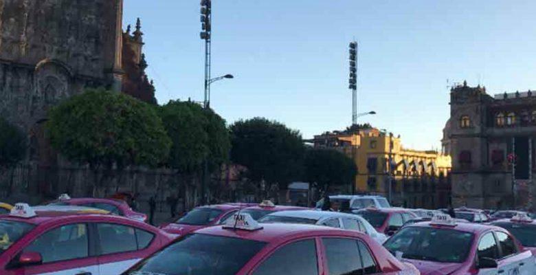 La petición de taxistas a AMLO que pondría en aprietos a Uber y Didi