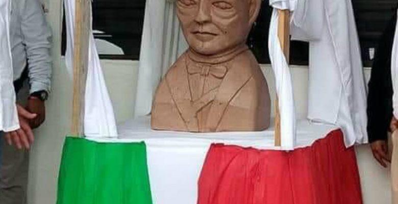 Escultor del busto de Benito Juárez fue contratado para hacer uno de AMLO