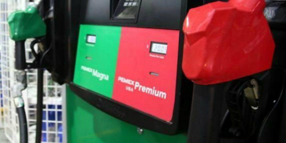 La nueva estrategia de AMLO para que las gasolineras despachen litros completos