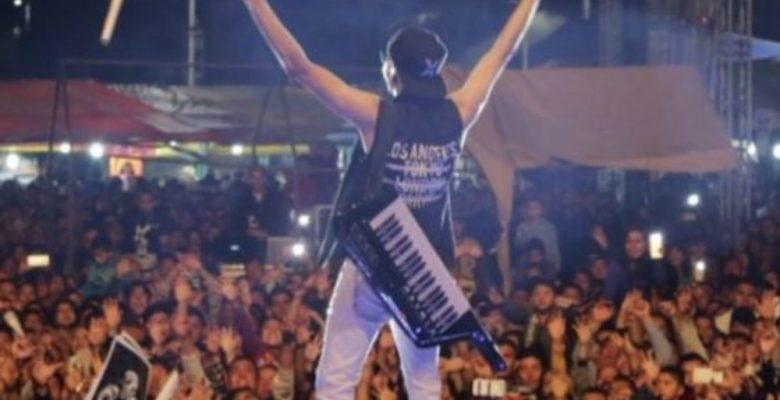 El mexicano que abandonó la NASA para cumplir su sueño de cantar cumbias