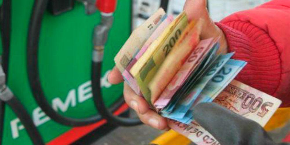 ¿Cuánto les cuesta realmente el combustible a los gasolineros?