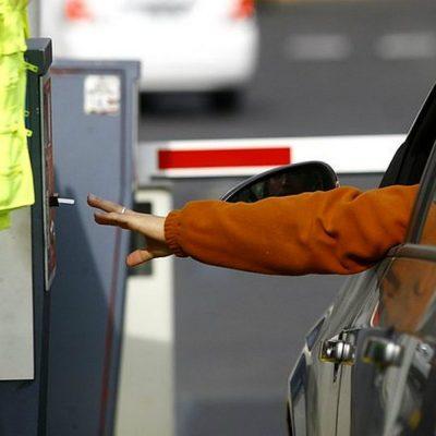 Senadores presentan iniciativa que acabaría con el negocio de los estacionamientos