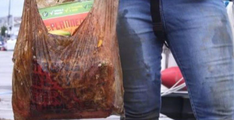 Exhiben el fraude de las bolsas 'biodegradables' que te dan en el súper