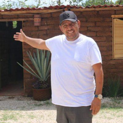 Varios países buscan a mexicano que hace casas con sargazo para replicar su idea
