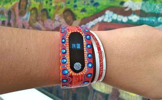 Oaxaqueño convierte los alebrijes en relojes inteligentes y cargadores solares