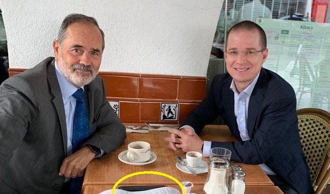 Critican a Gustavo Madero y Anaya por la 'modesta' propina que dejaron