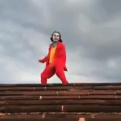 """Mexicano recrea escena de """"Joker"""" y las redes sociales no se lo perdonan (VIDEO)"""