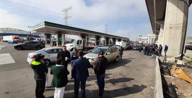 Les venden gasolina con agua y echan a perder más de 50 vehículos