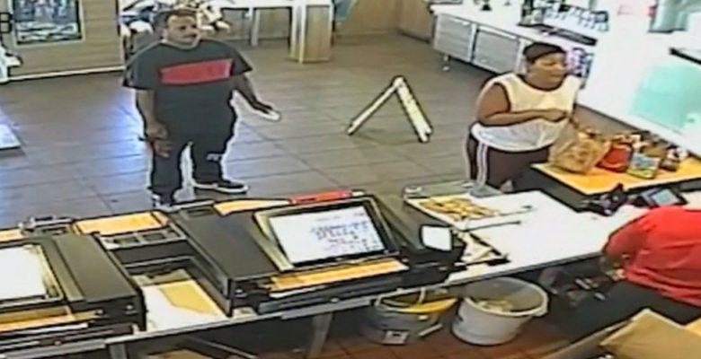 Gerente de McDonald's lanza licuadora a clienta que se quejó de su pedido