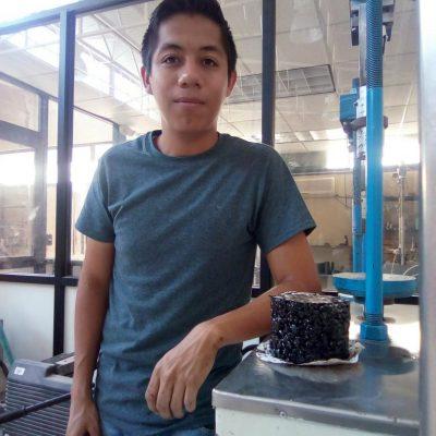 ¡Adiós a los baches! Joven mexicano crea pavimento que se regenera con el agua