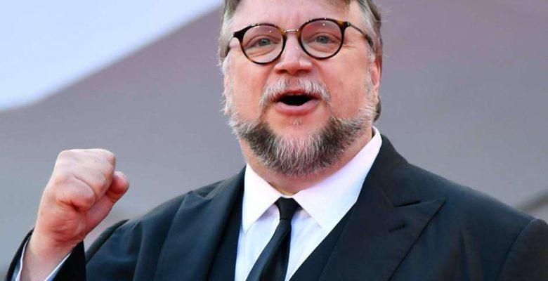 Cervecera le piratea los diseños de sus películas a Guillermo del Toro