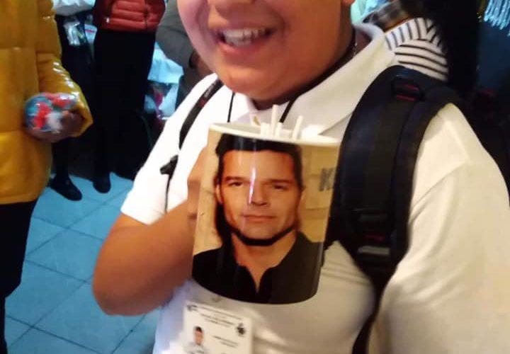 Pide una taza de Rick and Morty en el intercambio y le dan una de Ricky Martin