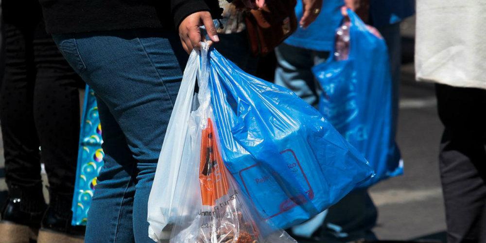 Esta será la multa para los negocios que den bolsas de plástico en CDMX