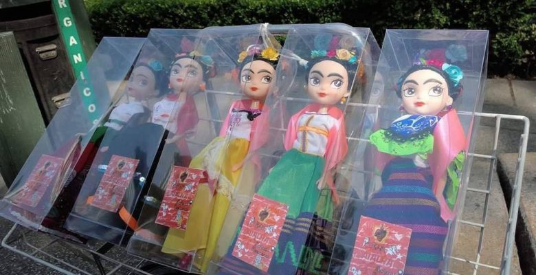 Abuelita mexicana le hace la competencia a Barbie con las 'Friditas'