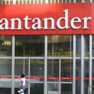 Acusan a cajera de Santander de ser cómplice de asaltantes; el banco la defiende