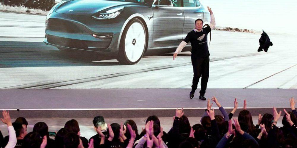 Así celebró Elon Musk el inicio de ventas de Tesla en China