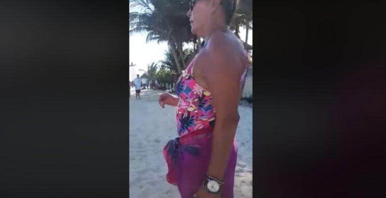 Mujer extranjera corre a turistas mexicanos de playa de Quintana Roo