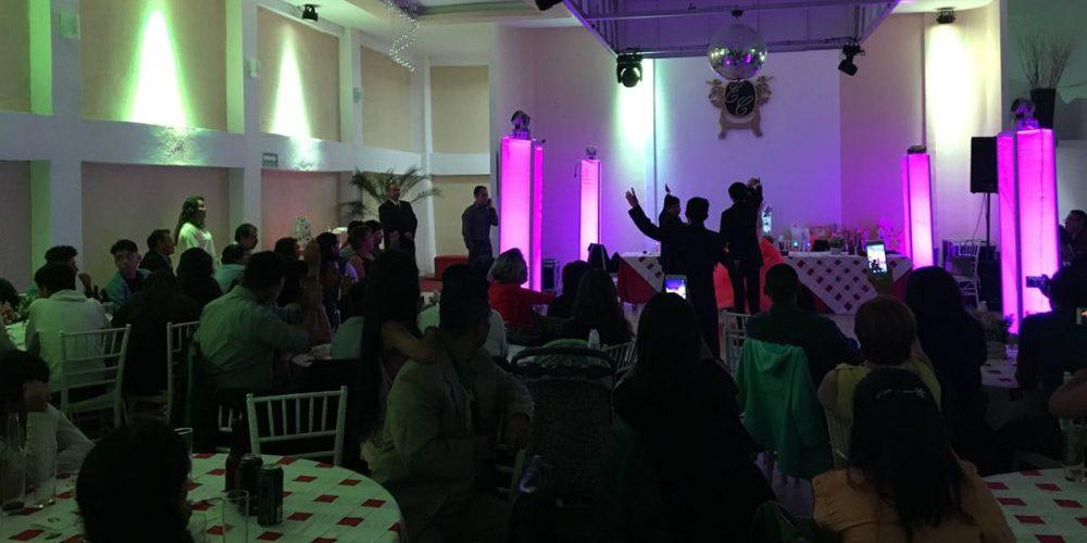 Joven con coronavirus asiste a fiesta con más de 100 invitados