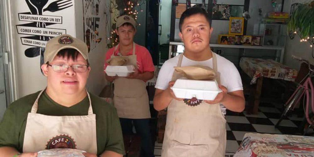 Piden apoyar a cafetería de jóvenes con síndrome de Down que no tiene clientes