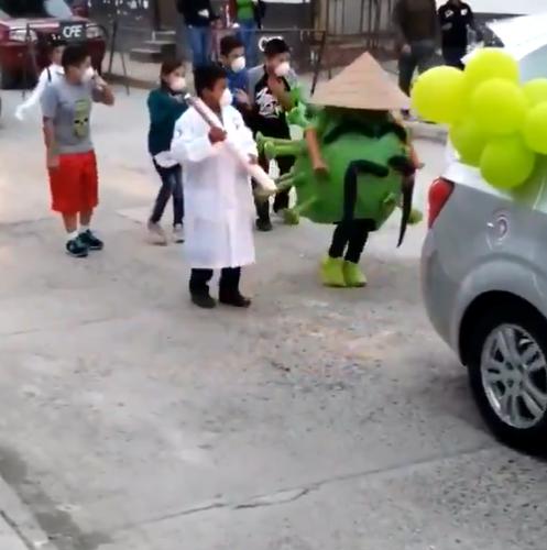 Niños bailan cumbia del coronavirus en carnaval y se hacen virales