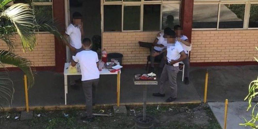 Estudiantes organizaron una 'carnita asada' durante el paro de mujeres