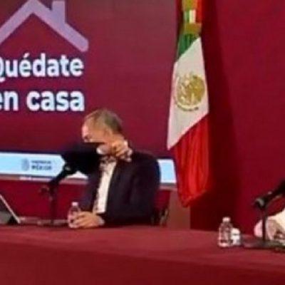López-Gatell tose en plena conferencia y le llueven los memes