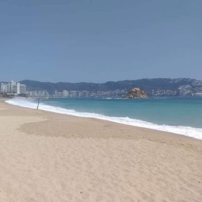 Así lucen las playas de Acapulco libres de turistas