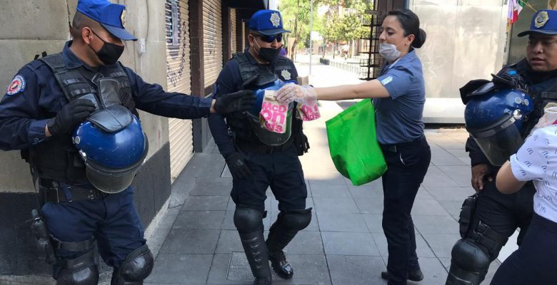 McDonald's regala comida a policías que trabajan pese al COVID-19