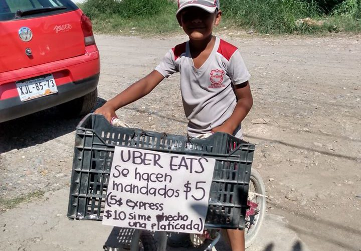 """Niño crea su propio """"Uber eats"""" para ayudar con los gastos"""