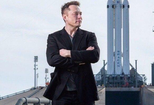 Elon Musk llama a terminar con el monopolio de Amazon
