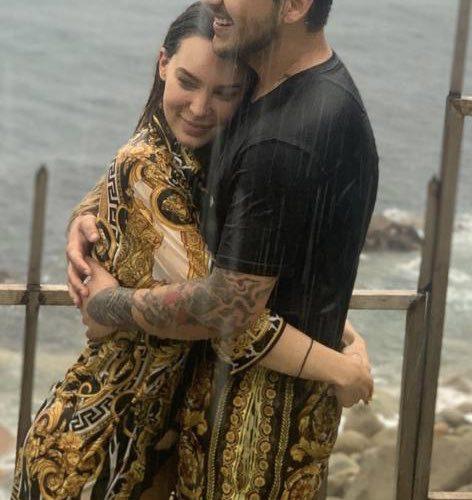 Nodal confirma romance con Belinda y les llueven los memes