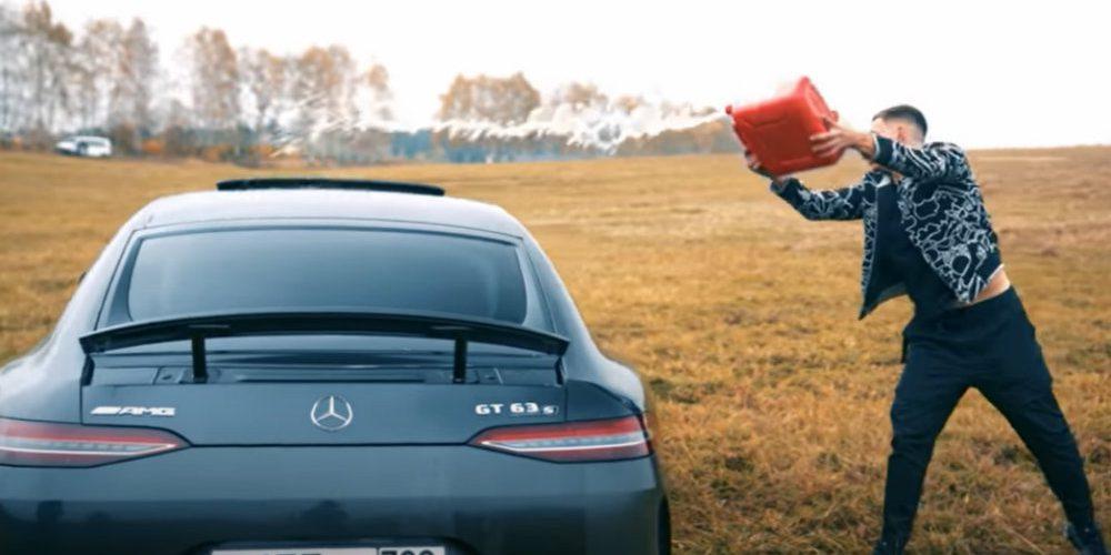 Influencer quema su Mercedes porque le dieron mal servicio en la agencia