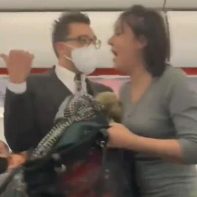 le tose a pasajeros de avion
