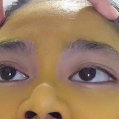 Se pone mascarilla de cúrcuma y le queda la cara amarilla por días