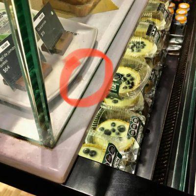 Usuaria denuncia que encontró una cucaracha en los postres de Starbucks
