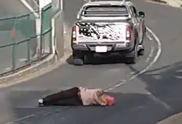 Conductor atropella a una mujer para no pagarle por un choque