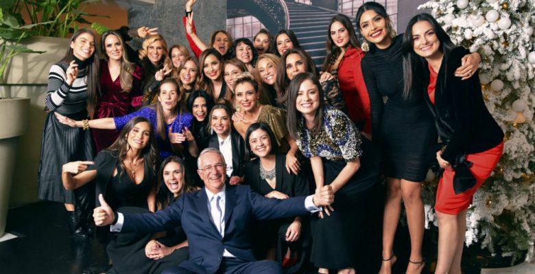 Salinas Pliego asiste a fiesta con conductores de TV Azteca