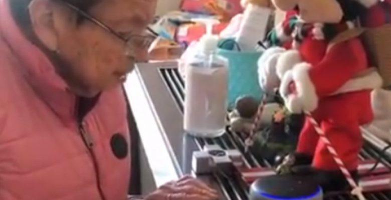 Abuelita usa por primera vez a Alexa y su reacción se hace viral