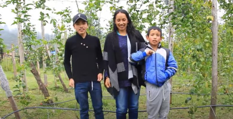Familia de campesinos se hacen youtubers y compran su primera casa