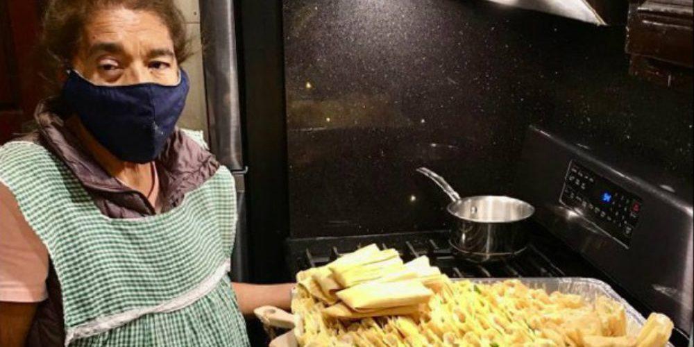 Abuelita regala 800 tamales a médicos que la salvaron del COVID-19