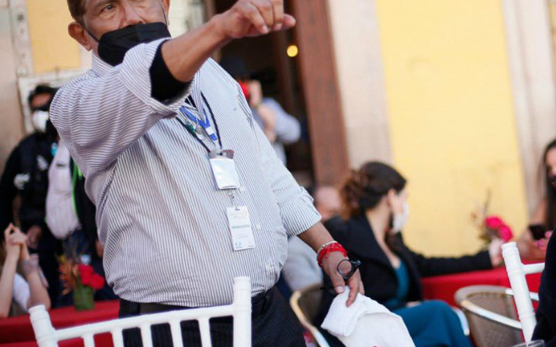 """Creí que me tronaba"", Juan Osorio usa tanque de oxígeno por COVID-19"