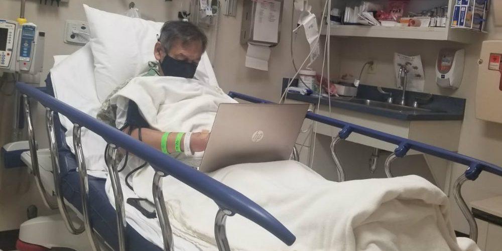 Antes de fallecer, maestro califica a sus alumnos desde el hospital