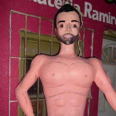 Piñatería Ramírez niega que piñata de hombre sin ropa sea Gabriel Soto