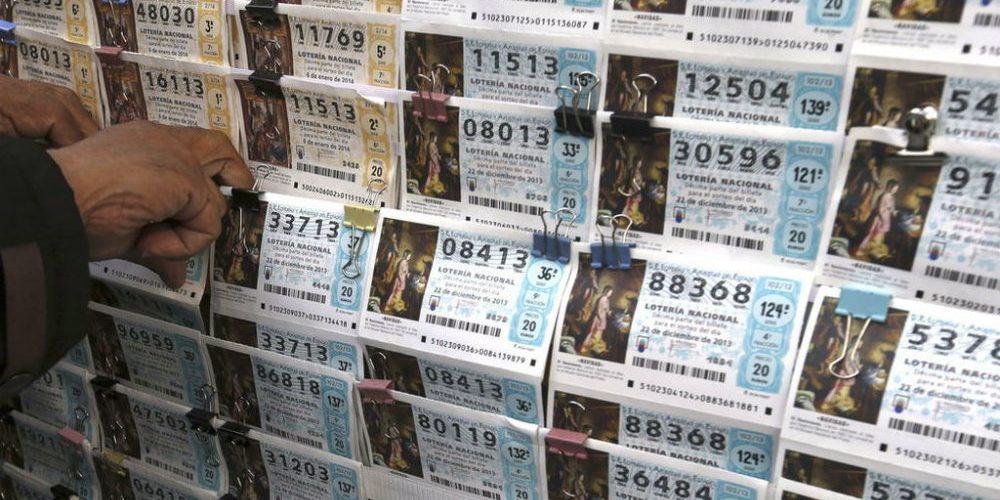 Devuelve dinero que se encontró y días después se gana la lotería