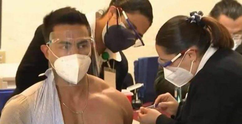Captan a oftalmólogo que se vacunó contra COVID-19 en fiesta en la playa