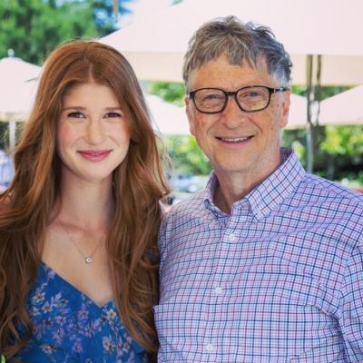 Hija de Bill Gates se vacuna contra COVID-19; se mofa de teorías conspirativas