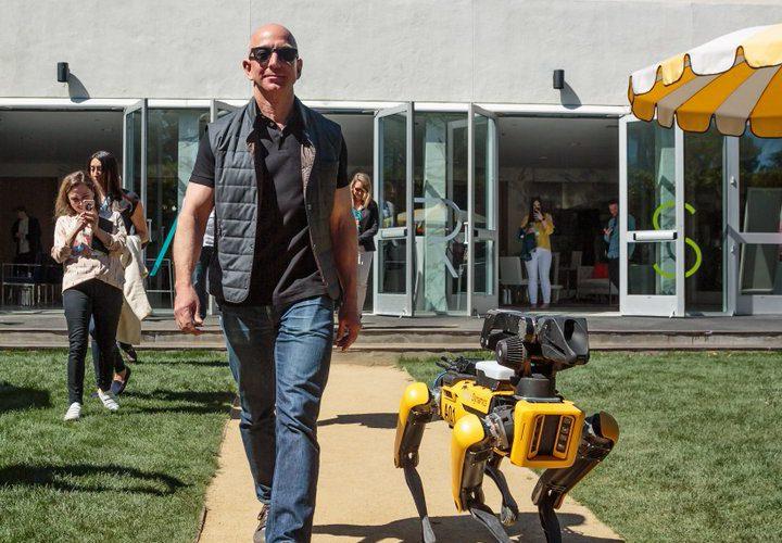 Jeff Bezos, el millonario que trabajó en un McDonald's