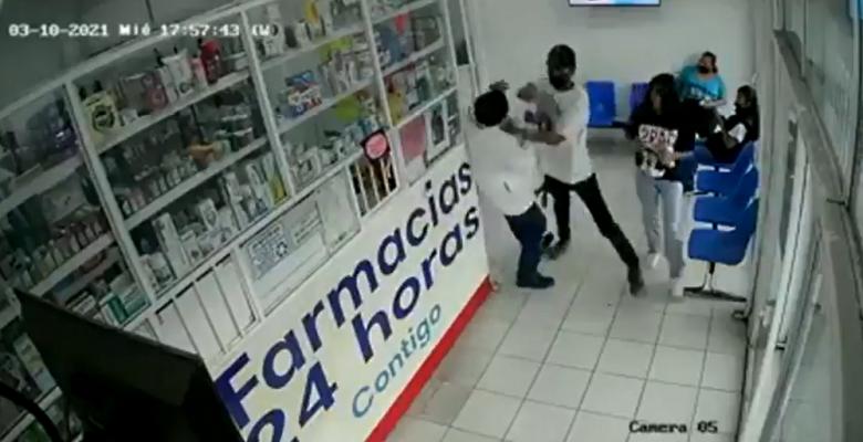 Por celos, un hombre golpea a médico que revisó el pecho de su mujer